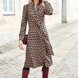Feminine dress in retro pattern, great for work